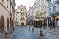 Rua checa em Praga do centro, República Checa imagens de stock royalty free