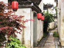 Rua chinesa e lanternas vermelhas fotos de stock royalty free