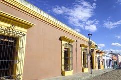Rua colonial colorida em Oaxaca Imagem de Stock Royalty Free