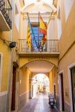 Rua colorida no centro histórico de Villajoyosa, Espanha Fotografia de Stock