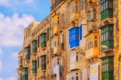 Rua colorida ocupada em Valletta Fotografia de Stock Royalty Free