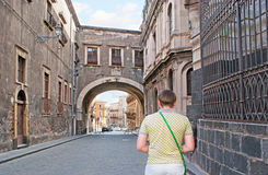 A rua com arco foto de stock royalty free