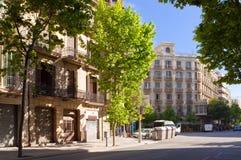 Rua com casas velhas Barcelona spain imagem de stock