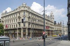Rua com construções velhas bonitas o 9 de agosto de 2015 em Budapest, Hungria Imagens de Stock