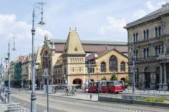 Rua com construções velhas bonitas o 9 de agosto de 2015 em Budapest, Hungria Fotos de Stock Royalty Free