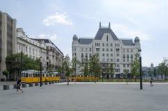 Rua com construções velhas bonitas o 9 de agosto de 2015 em Budapest, Hungria Foto de Stock Royalty Free