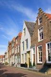 Rua com fileira de mansões antigas da alvenaria, Veere, Países Baixos imagem de stock royalty free