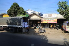 Rua com mercado em Wonosobo Fotografia de Stock Royalty Free