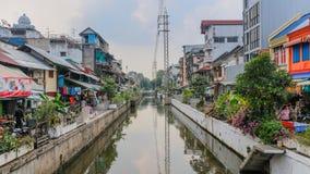 Rua com o canal em Banguecoque Fotos de Stock Royalty Free