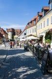Rua com turistas Visby fotografia de stock royalty free