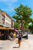 Rua Cours Mirabeau em Aix-en-Provence, França Fotos de Stock