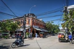 Rua da área de turista da cidade central de Siem Reap em Camboja foto de stock