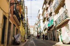 Rua da Bica (den Bica gatan), Lissabon, Portugal Royaltyfri Foto
