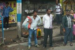 Rua da cidade com muitos povos em Kolkata Imagens de Stock Royalty Free