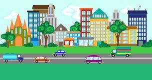 Rua da cidade com um grupo de construções e de veículos Fotografia de Stock Royalty Free