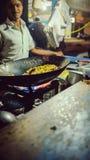 Rua da cidade de Bangalore, cozinhando o arroz fotografia de stock royalty free