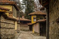 Rua da cidade histórica de Koprivshtitsa Fotos de Stock Royalty Free