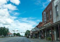 Rua da cidade na cidade de Clarksville em Texas Vida provincial nos EUA foto de stock