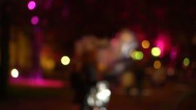 Rua da cidade da noite de Bokeh Fora de foco filme