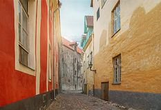 Rua da cidade velha de Tallinn em Estônia Imagens de Stock Royalty Free