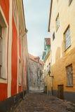 Rua da cidade velha de Tallinn em Estônia Fotografia de Stock Royalty Free