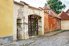 Rua da cidade velha de Tallinn em Estônia Fotografia de Stock