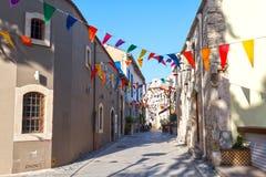 Rua da cidade velha durante o festival, Limassol, Chipre Imagens de Stock