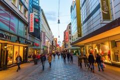 Rua da compra no centro da cidade de Dortmund, Alemanha Fotografia de Stock