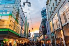 Rua da compra no centro da cidade de Dortmund, Alemanha Fotos de Stock Royalty Free