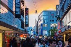 Rua da compra no centro da cidade de Dortmund, Alemanha Imagens de Stock