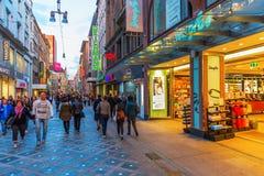 Rua da compra no centro da cidade de Dortmund, Alemanha Fotografia de Stock Royalty Free