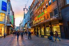 Rua da compra no centro da cidade de Dortmund, Alemanha Imagens de Stock Royalty Free