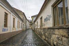 Rua da fortaleza em Cluj, Romênia imagem de stock