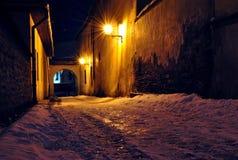 Rua da noite em Spisska Sobota, Poprad, Eslováquia Fotos de Stock Royalty Free