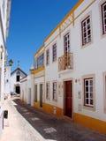 Rua da vila de Alte, Portugal Imagem de Stock