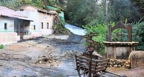 Rua da vila que começ inundada Imagens de Stock