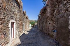 Rua das casernas (dos Quartéis de Rua) na cidade medieval de Castelo de Vide Foto de Stock Royalty Free