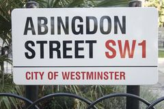 A rua de Abington, rua assina em Londres, uma rua perto o as casas do parlamento e fotos de stock