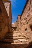 A rua de Ait Benhaddou fortificou a cidade, kasbah em Ouarzazate, Marrocos Imagem de Stock Royalty Free