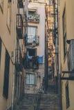 A rua de Alfama em Lisboa foto de stock royalty free