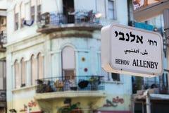 A rua de Allenby assina dentro Tel Aviv Fotografia de Stock