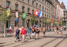 Rua de Bahnhofstrasse no dia da parada da rua de Zurique Fotos de Stock