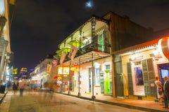 Rua de Bourbon no bairro francês, Nova Orleães Foto de Stock Royalty Free
