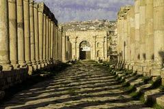 Rua de Cardo Maximus em Jerash fotografia de stock