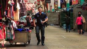 Rua de comércio com as lojas pequenas na cidade de China no quilolitro video estoque