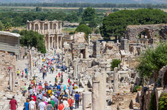 Rua de Curetes e biblioteca de Celsus, Ephesus, Turquia Imagem de Stock