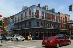 Rua de Decatur no bairro francês, Nova Orleães fotos de stock royalty free