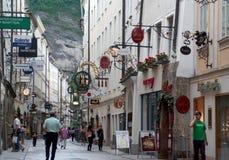 Rua de Getreidegasse em Salzburg Fotos de Stock Royalty Free