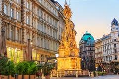 Rua de Graben de Viena com uma coluna do praga, Áustria, noite v foto de stock royalty free