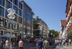 Rua de Kaufinger em Munich, Alemanha, 2015 Imagem de Stock